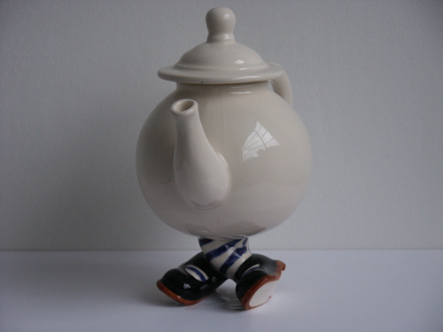 limited edition lustre pottery x legs walking ware teapot. Black Bedroom Furniture Sets. Home Design Ideas